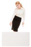 Reklama Bizneswoman pokazuje puste miejsce kopii przestrzeni sztandar zdjęcia stock