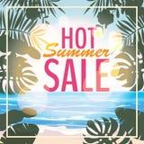 Reklama o lato sprzedaży na tle z pięknym tropikalnym morze plaży widokiem, kwiaty, liście wektor royalty ilustracja