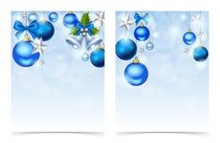 Reklamblad med blåa julbollar, klockor, stjärnor och mousserar Vektor EPS-10 Arkivfoton