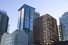 Reklamfilmbyggnader i i stadens centrum Seattle Fotografering för Bildbyråer