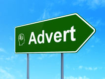 Reklamowy pojęcie: Ogłoszenie i głowa Z finanse fotografia royalty free