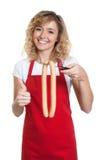 Rekommenderande korvar för blond kontorist fotografering för bildbyråer