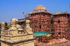 Rekonstruera den forntida episka templet i den gamla staden av Indien arkivfoto