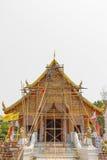 Rekonstruera isolerad bakgrund för templet chiangmaien Royaltyfri Bild