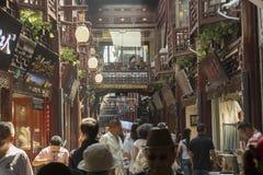 Rekonstruerad gammal kinesisk gata i Shanghai, Kina Arkivfoton