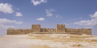 Rekonstruerat fördärvar av den forntida israelitiska fästningen på telefon Arad i Israel royaltyfri foto