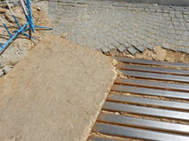 Rekonstruktion av den lappade gatan i stadsmitt Arkivbilder