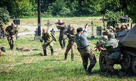 Rekonstruktion av det andra världskriget, ryssinfanteri anfaller Royaltyfri Bild