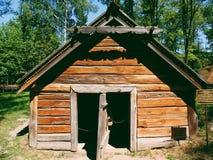 rekonstruktion av det 11th århundradet förlägga i barack i museet av Pereyaslav-Khmelnitsky Arkivbilder