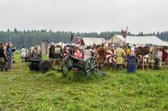 Rekonstruktion av liv av forntida slaver på festivalen av historiska klubbor i det Zhukovsky området av den Kaluga regionen av Ry Arkivfoton