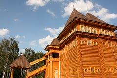 Rekonstruktion des alten russischen hölzernen Kontrollturms Stockfotografie
