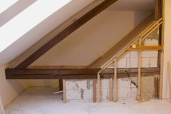 Rekonstruktion des Dachbodens Stockfoto