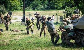 Rekonstruktion des zweiten Weltkriegs, russische Infanterieangriffe Lizenzfreies Stockbild