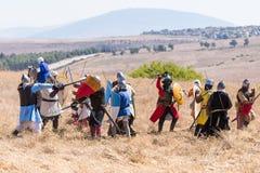 Rekonstruktion von Hörnern von Hattin-Kampf im Jahre 1187 Saladin-` s Infanterie kämpft mit der Infanterie der Kreuzfahrer auf de lizenzfreie stockbilder