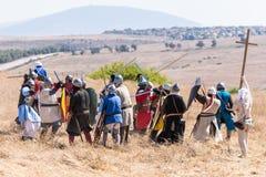 Rekonstruktion von Hörnern von Hattin-Kampf im Jahre 1187 Saladin-` s Infanterie kämpft mit der Infanterie der Kreuzfahrer auf de stockfoto
