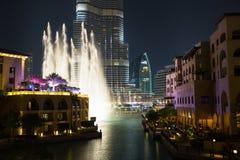 Rekordbrechendes Brunnensystem eingestellt auf Burj Khalifa Lizenzfreie Stockbilder