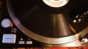 Rekordspinnen auf Drehscheibe stock video