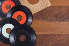 Rekordvinyldraufsicht über hölzernen Hintergrund lizenzfreies stockbild