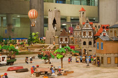 Rekreation av den 19th århundradestaden med playmobil Arkivbild