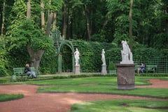 Rekreation i sommarträdgården Royaltyfri Foto