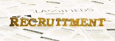 Rekrutacyjna sformułowanie sterta na classifieds reklamach zdjęcie royalty free
