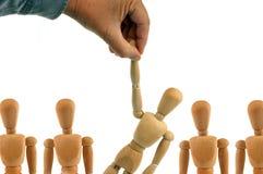 Rekrutacyjny poj?cie z drewnianymi mannequins obrazy royalty free