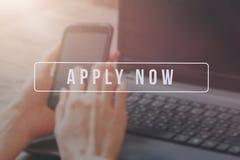 Rekryterare som annonserar för jobbvakans som söker kandidater för att hyra för affärstillfällen royaltyfria bilder
