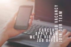 Rekryterare som annonserar för jobbvakans som söker kandidater för att hyra för affärstillfällen arkivbild