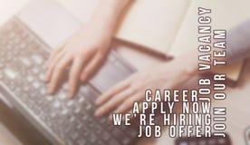 Rekryterare som annonserar för jobbvakans som söker kandidater för att hyra för affärstillfällen arkivbilder