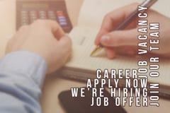 Rekryterare som annonserar f?r jobbvakans som s?ker kandidater f?r att hyra f?r aff?rstillf?llen fotografering för bildbyråer