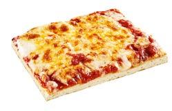 Rektangulärt tunt stycke av ostpizza Arkivbilder