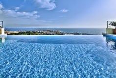 Relájese cerca de la piscina Imagen de archivo libre de regalías