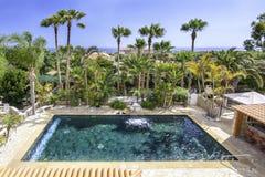 Relájese cerca de la piscina Fotografía de archivo libre de regalías