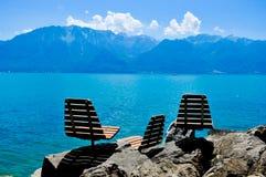 Relájese cerca del lago Fotografía de archivo