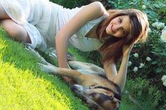 Relájese con mi perro Fotos de archivo libres de regalías