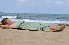Relájese después de nadar Fotos de archivo libres de regalías