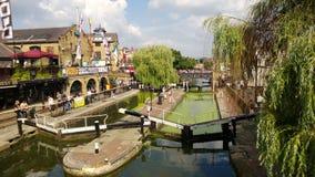 Relájese en Camden Town Lock Imagenes de archivo