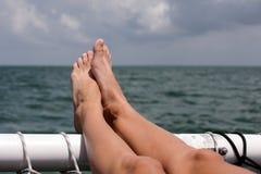 Relájese en el barco en el océano Imágenes de archivo libres de regalías