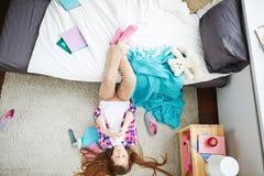 Relájese en la alfombra suave Foto de archivo libre de regalías