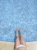 Relájese en la piscina 01 del hotel Imagen de archivo libre de regalías