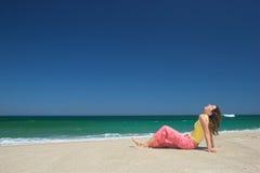 Relájese en la playa Fotografía de archivo libre de regalías