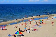 Relájese en la playa arenosa del mar Báltico Imagen de archivo