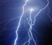 Relámpago de bifurcación durante tormenta de la noche Fotos de archivo libres de regalías