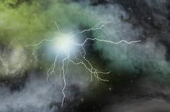 Relámpago fuerte del misterio en espacio profundo negro fotografía de archivo