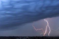 Relámpago y nubes de tormenta Imágenes de archivo libres de regalías