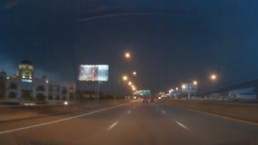 Relámpago y tormenta al conducir en la autopista almacen de metraje de vídeo