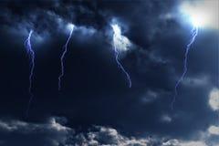 Relámpagos de la tempestad de truenos Fotos de archivo libres de regalías