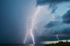 Relámpagos de la tempestad de truenos fotos de archivo
