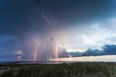 Relámpagos 2 de la tempestad de truenos Imagen de archivo libre de regalías