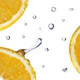 relâche le blanc orange d'isolement frais de l'eau Photos libres de droits